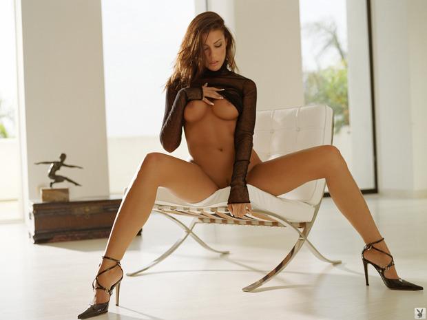 тёлочки с пятым размером груди раздвигают ножни фото.